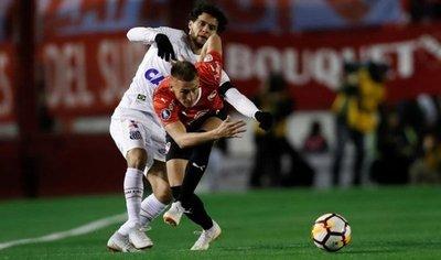 Independiente y Santos se sacan chispas en primer duelo