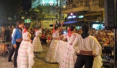 """HOY / """"El folklore sale a las calles"""" del microcentro"""