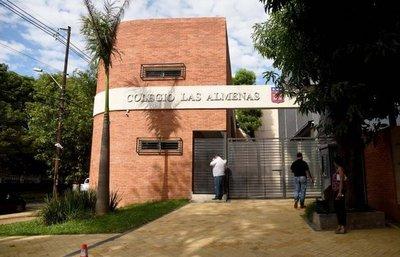 Las Almenas apuesta por debate sobre periodismo en foro estudiantil
