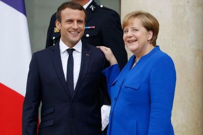 En precampaña para las europeas, Macron recibe a Merkel