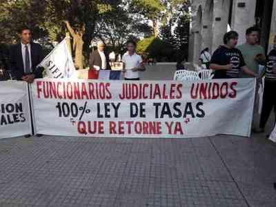 Funcionarios judiciales van a huelga