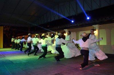 Majestuosa noche de danzas en Ypacaraí