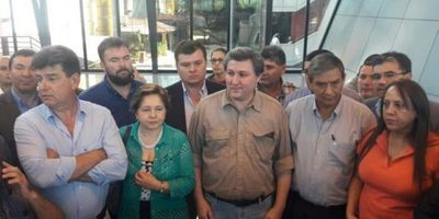 Oposición llama a movilizarse ante atropello de senadores pro enmienda