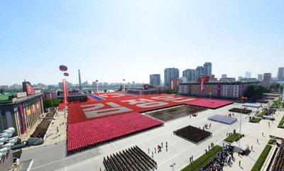 Corea del Norte celebra desfile militar sin misiles balísticos
