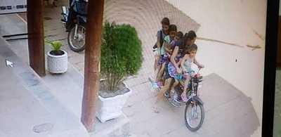 Imprudencia total: Seis personas en una motocicleta