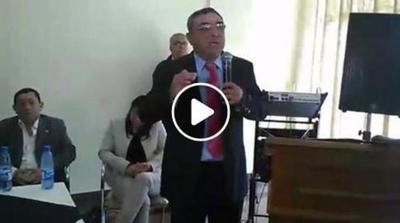 Oscar Chávez realizó una conferencia de prensa