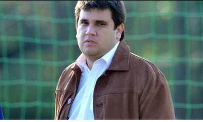 Fue acusado de planillero, ahora está al lado del DT de la albirroja ¿Que pasó con Marcos Caner?