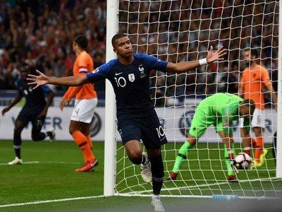 "Mbappé y Giroud prolongan la fiesta ""bleu"""