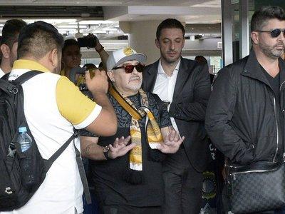 Maradona vuelve al lugar del mejor beso de su vida