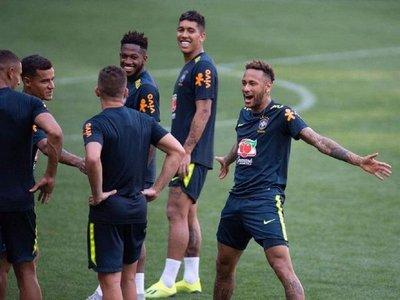 Neymar, a lo Cristiano Ronaldo