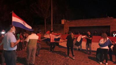Aumentan indignados contra el clan Zacarías, en Asunción