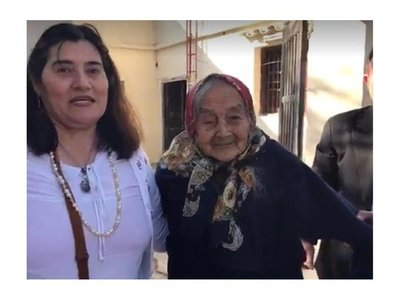 Abuelita de 108 años volvió de Argentina para sacar su cédula