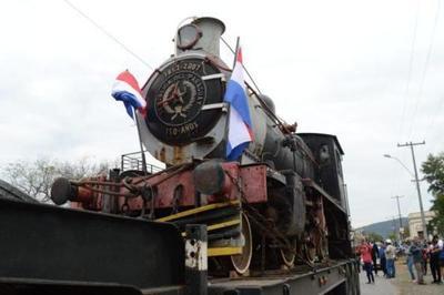 """Locomotora """"el inglés"""" llega a Ypacaraí"""