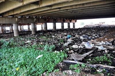 Plantean soluciones a la alta contaminación del arroyo Mburicaó