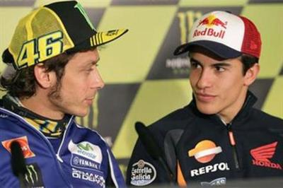 Reacción de Valentino Rossi cuando Marc Márquez le pidió hacer las paces en público