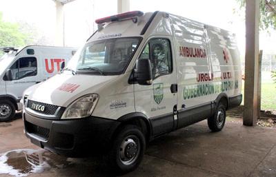 Ambulancias compradas por Schuster no se utilizan por falta de equipamiento