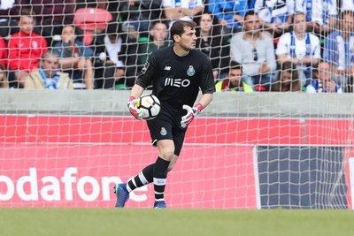 Casillas agranda su leyenda récord en Champions