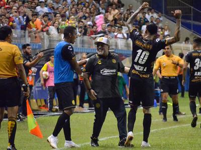 Maradona causa furor en el fútbol mexicano