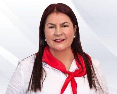 """Excandidata va a Itaipú para """"ayudar al país"""""""