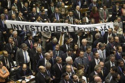 Temer consigue votos para evitar cargos de corrupción