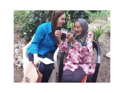 Abuelita de 108 años recibió su cédula por primera vez