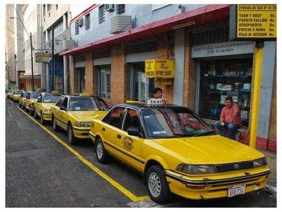 Taxistas planean subir tarifas por aumento del combustible