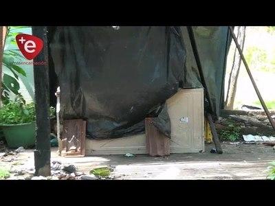 Adolescente de 15 años vive prácticamente abandonado por sus padres y duerme en una heladera vieja