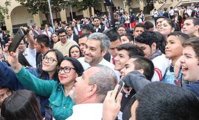 Mario Abdo Benítez felicita a la juventud en su día