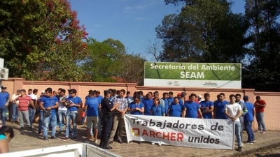 HOY / Empleados de fábrica piden a  Seam agilizar trámites para  reactivación de labores