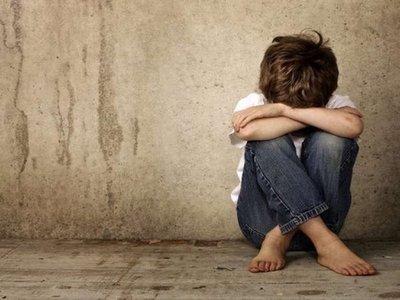 Un niño de 5 años habría sido golpeado por su madre con una rama