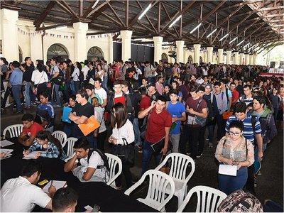 El desempleo juvenil se hace más patente en el Día de la Juventud
