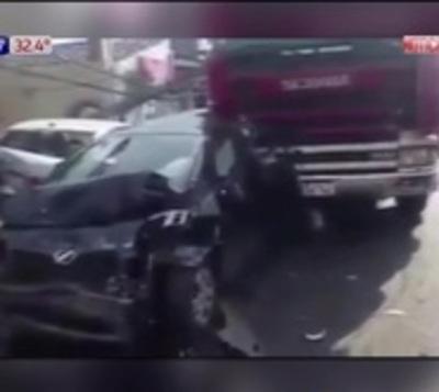 Choque múltiple deja cuatro heridos en Asunción