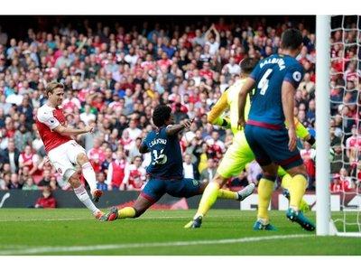 Arsenal consigue el primer triunfo de 'era Unai Emery'