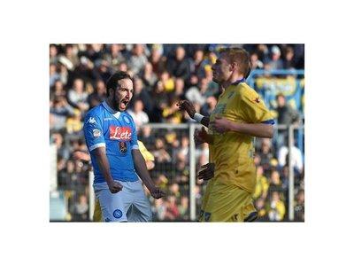 Napoli golea al Frosinone y es campeón de invierno