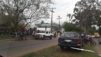 Camión lleva por delante comedor en zona del Palacio (videos)