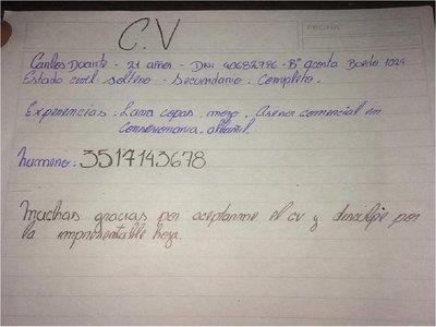 Joven redactó su curriculum a mano y emocionó a los internautas