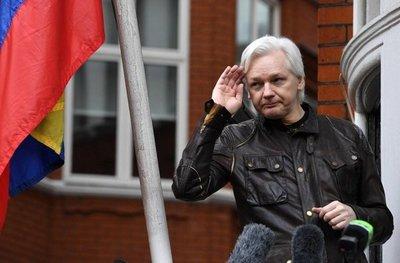 Assange llegó a renunciar al asilo de Ecuador, según carta reservada