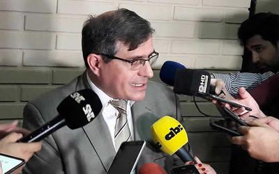 Fiscal pidió prisión preventiva para Óscar González Daher y su hijo