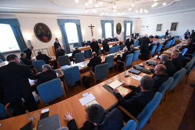 Iglesia católica alemana presenta informe sobre abusos sexuales a niños