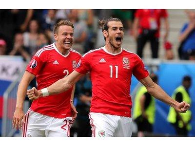 Gales golea a Rusia y pasa como puntero del grupo B