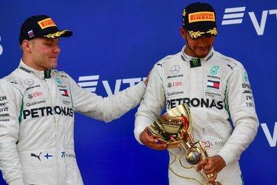 Bottas da el triunfo a Hamilton