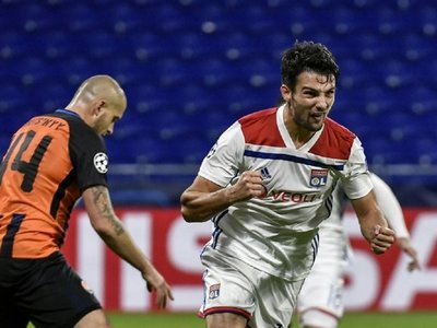 El Lyon salva un empate ante el Shakhtar y mantiene el liderato