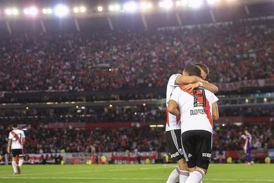 Los colombianos Quintero y Santos Borré meten a River en las semifinales