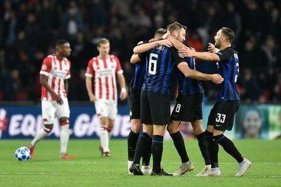 Inter de Milán se impone en Eindhoven