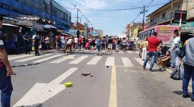 Mercado 4: nuevamente bloquean avenida