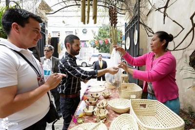 Exitosa Feria de Arte y Negocios Culturales exhibió el trabajo de artesanas y artistas