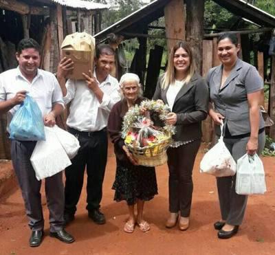 Llegaron las ayudas para la abuelita de San Francisco