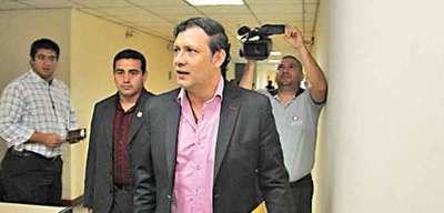 Juez comunica a Senadores querella contra Bogado