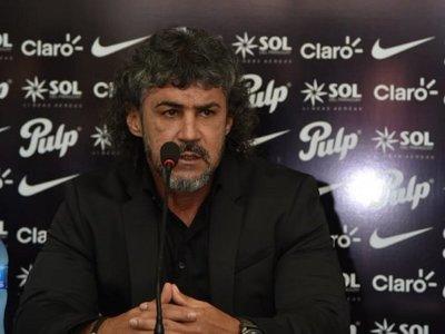 Leonel Álvarez y un debut cargado de condimentos especiales