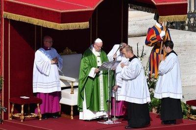 El papa Francisco sufrió una caída, pero está bien